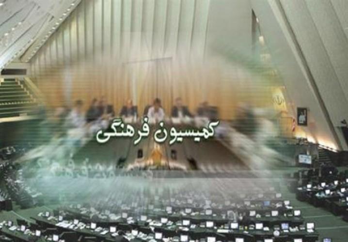 آزادیخواه: برخی وارد کنندگان کاغذ با ارز دولتی مجهولالهویه اند