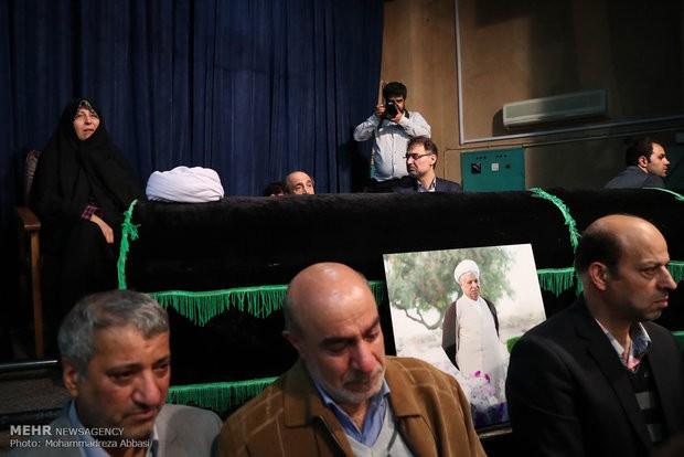 پیکر هاشمی رفسنجانی داخل ضریح حرم امام(ره) به خاک سپرده می شود