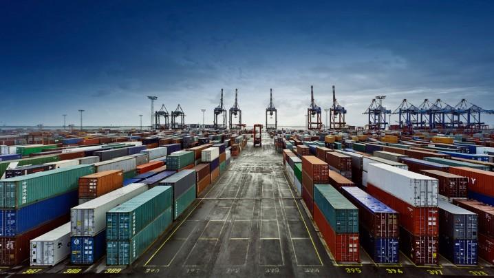کاهش ۱۵ درصدی صادرات پتروشیمی و ۱۷.۵ درصدی صادرات غیرنفتی/ تجارت ایران و چین ۴۲ درصد افت داشته است