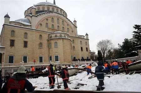10 کشته و زخمی در پی فرو ریختن سایه بان یک مسجد در استانبول