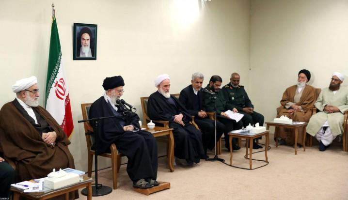 رهبر معظم انقلاب : شیعه و سنی در جمهوری اسلامی در دشوارترین میدانها کنار یکدیگرند