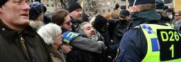 معترضان محدودیتهای کرونایی در سوئد با پلیس درگیر شدند