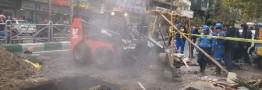 نشست زمین در خیابان ولیعصر تهران/ تردد خودرو ها در خط ویژه