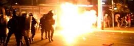 یونانی ها به حضور اوباما در کشورشان با شعار ضد آمریکایی اعتراض کردند/پرتاب کوکتل مولوتوف بسوی پلیس