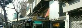 ورود ناگهانی اتوبوس شرکت واحد به پیادهرو در خیابان مطهری +عکس